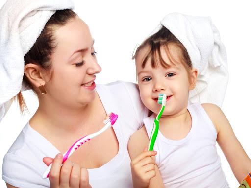 Những mẹo chữa hôi miệng cho bé